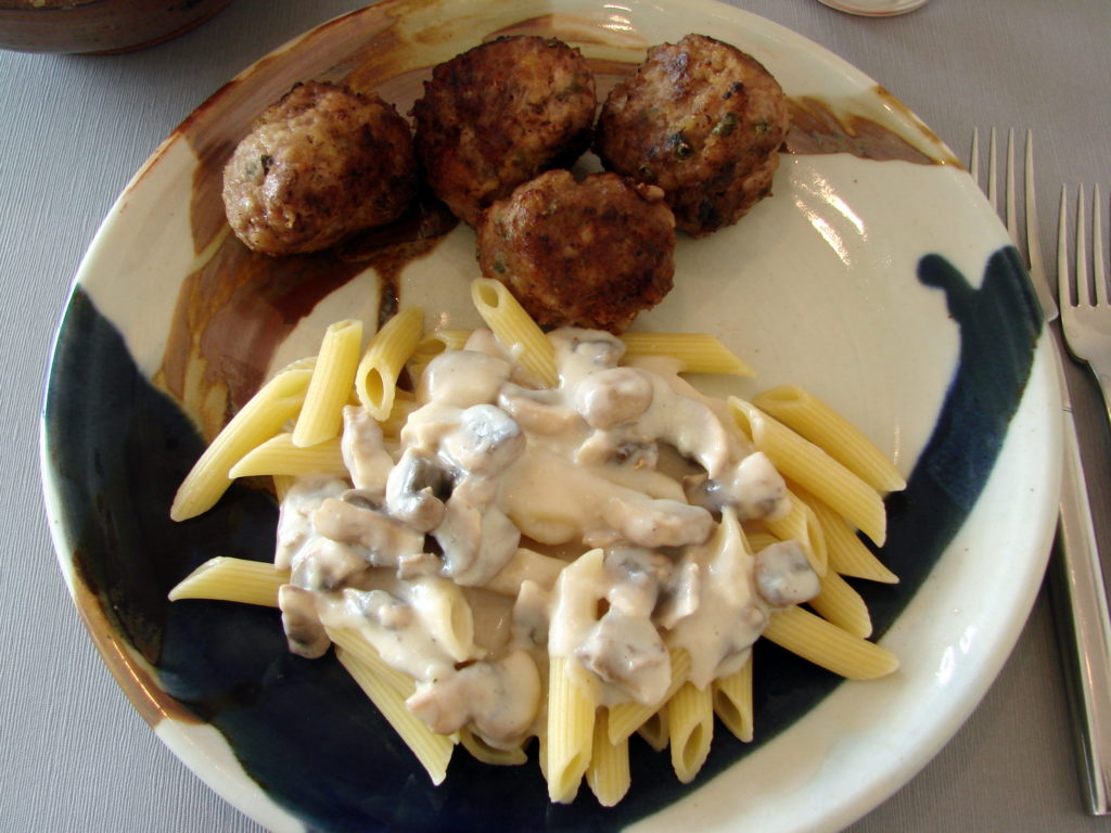 Nothing better: pasta and meat balls.