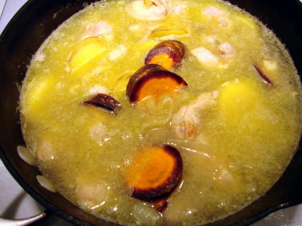 Now the chicken, potatoes and carrots are simmering.